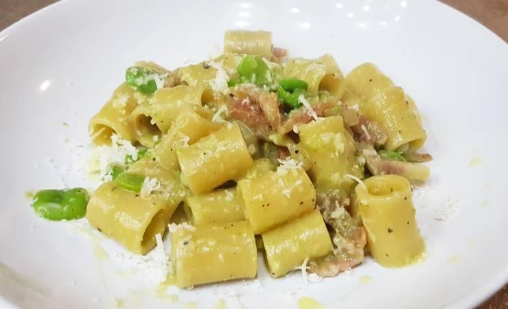 Mezze maniche fave, guanciale e pecorino ricetta primo piatto autunno