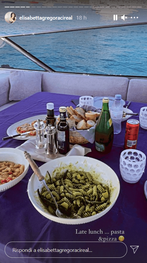 Elisabetta Gregoraci cena in famiglia pizza foto