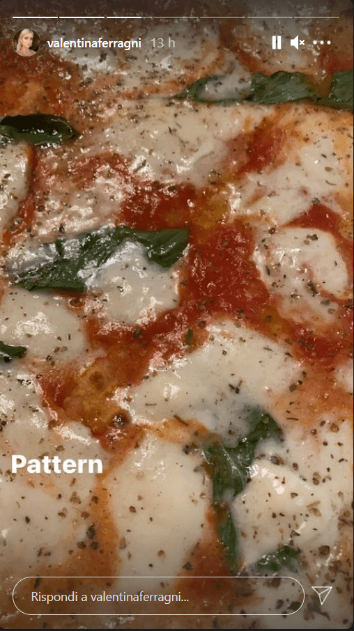 Valentina Ferragni serata in pizzeria pattern foto