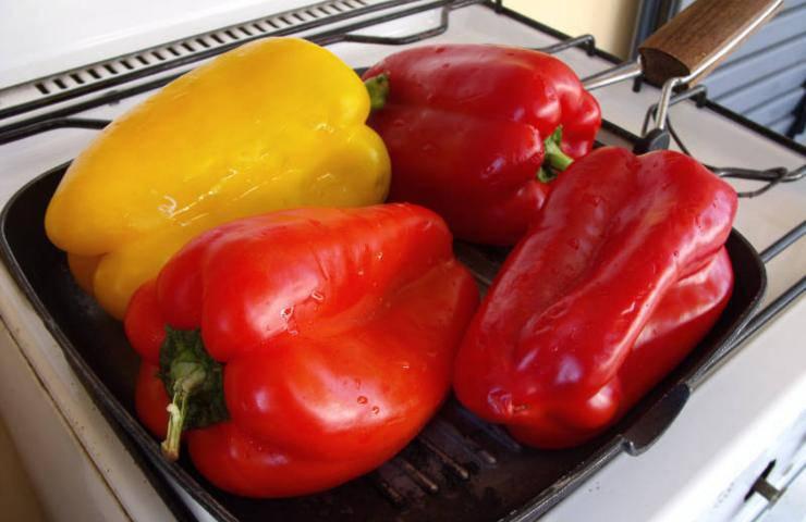 Zuppa peperoni rossi arrostiti quinoa avocado ricetta autunnale