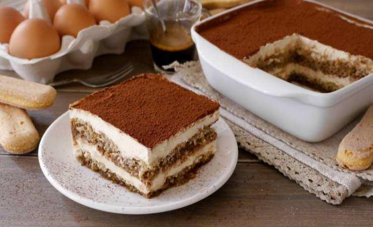 Torta al Tiramisù cotta al forno ricetta veloce