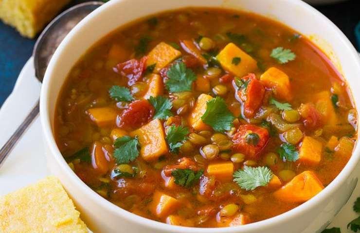 Zuppa lenticchie e patate dolci ricetta sapore indiano