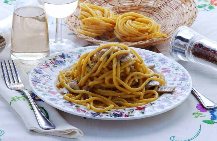Bigoli in salsa ricetta veneta facile gustosa