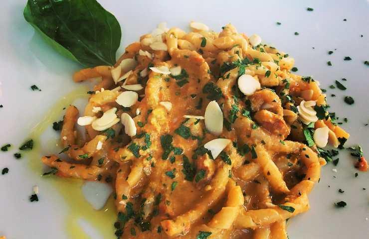 Busiate con pesto alla trapanese ricetta veloce