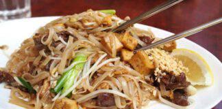 Noodles con broccoli e uvetta ricetta veloce