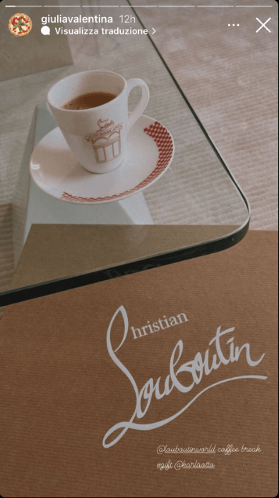 Giulia Valentina pausa caffè alla moda foto