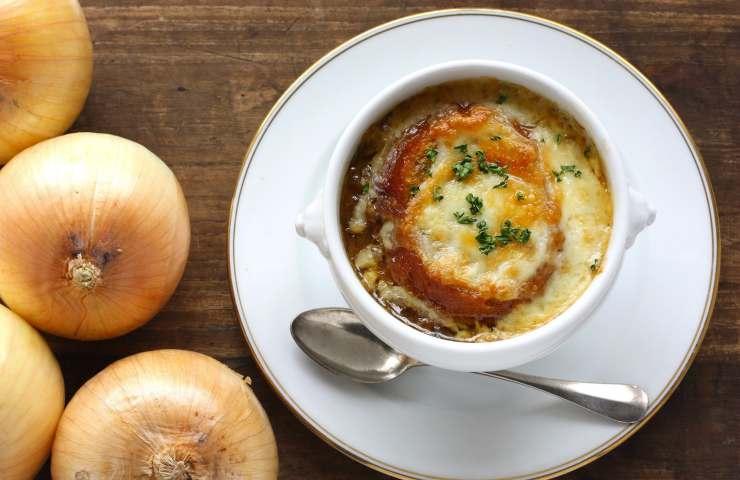 Zuppa di cipolle ricetta veloce autunnale